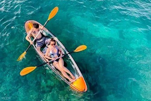 前進美麗的澎湖珊瑚礁沙灘,體驗透明獨木舟。圖/KLOOK提供