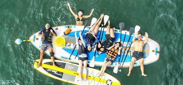 在台南漁光島體驗海上漂浮的樂趣。圖/KLOOK提供