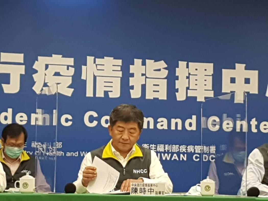 中央流行疫情指揮中心5月21日記者會出席名單,由左到右為中央流行疫情指揮中心疫情...