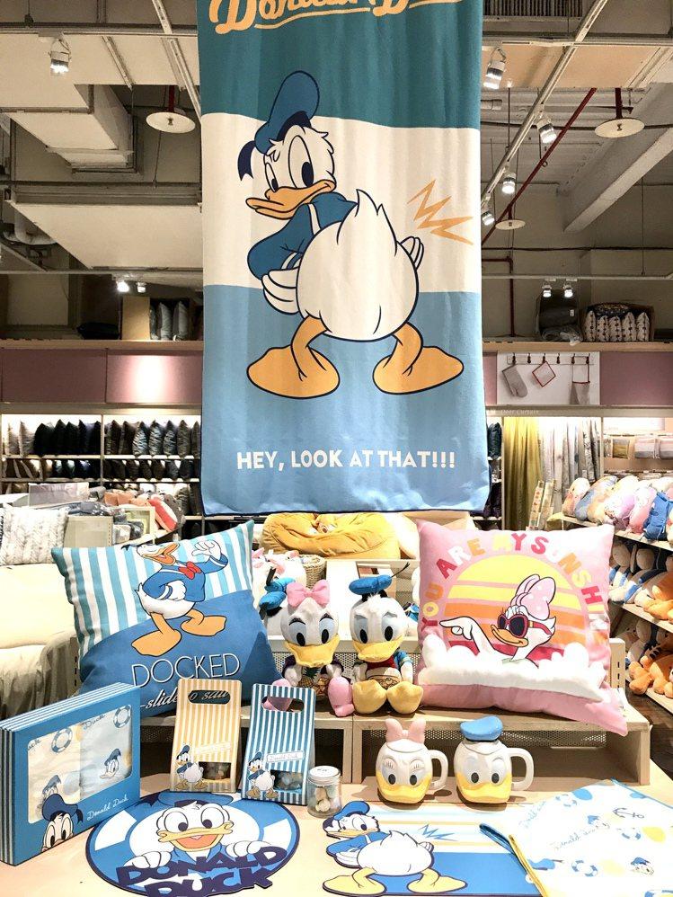 HOLA攜手迪士尼推出14款唐老鴨聯名居家用品。記者江佩君/攝影