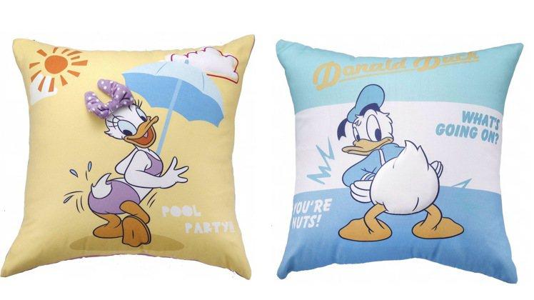 HOLA迪士尼系列方形印花抱枕,每件原價899元,特價699元。圖/HOLA提供