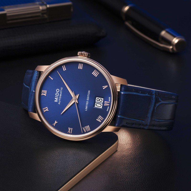 Mido,Baroncelli Big Date永恆系列大日期窗腕表,特調的藍色表面,和玫瑰金表殼的「潤」,兩相合拍,33,500元。圖 / MIDO提供。