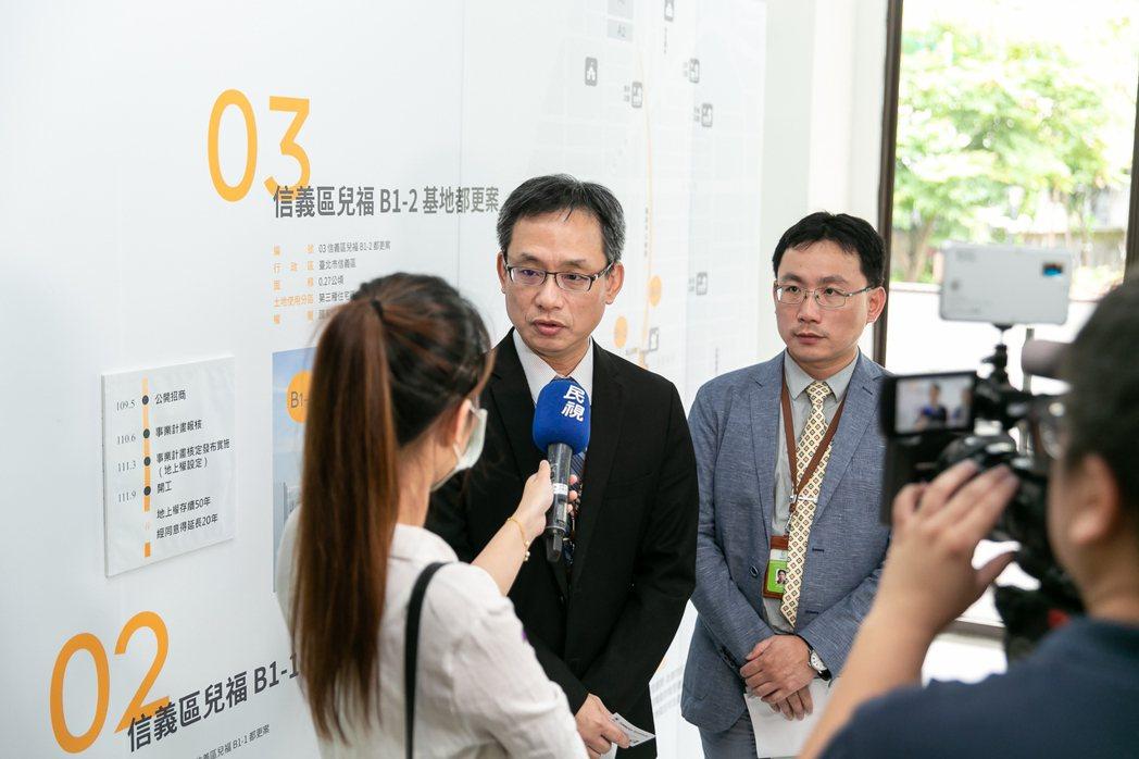 國家住都中心執行長張溫德(左2)表示,希望藉由信義兒福B1-2地上權案發揮觸媒效...
