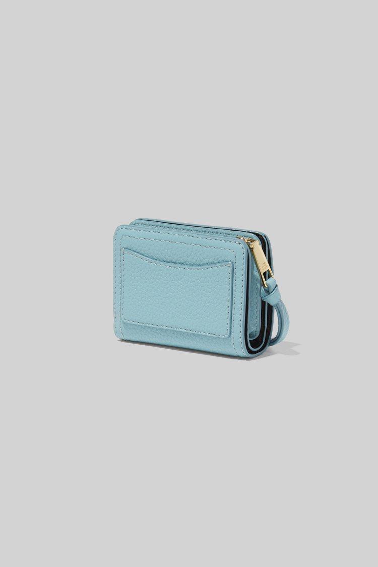 粉藍色錢包,6,790元。圖/Marc Jacobs提供