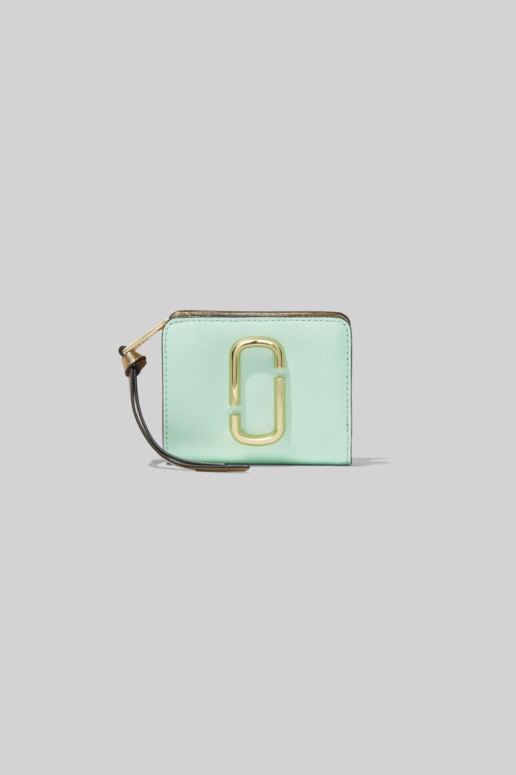 湖水綠皮夾,6,290元。圖/Marc Jacobs提供