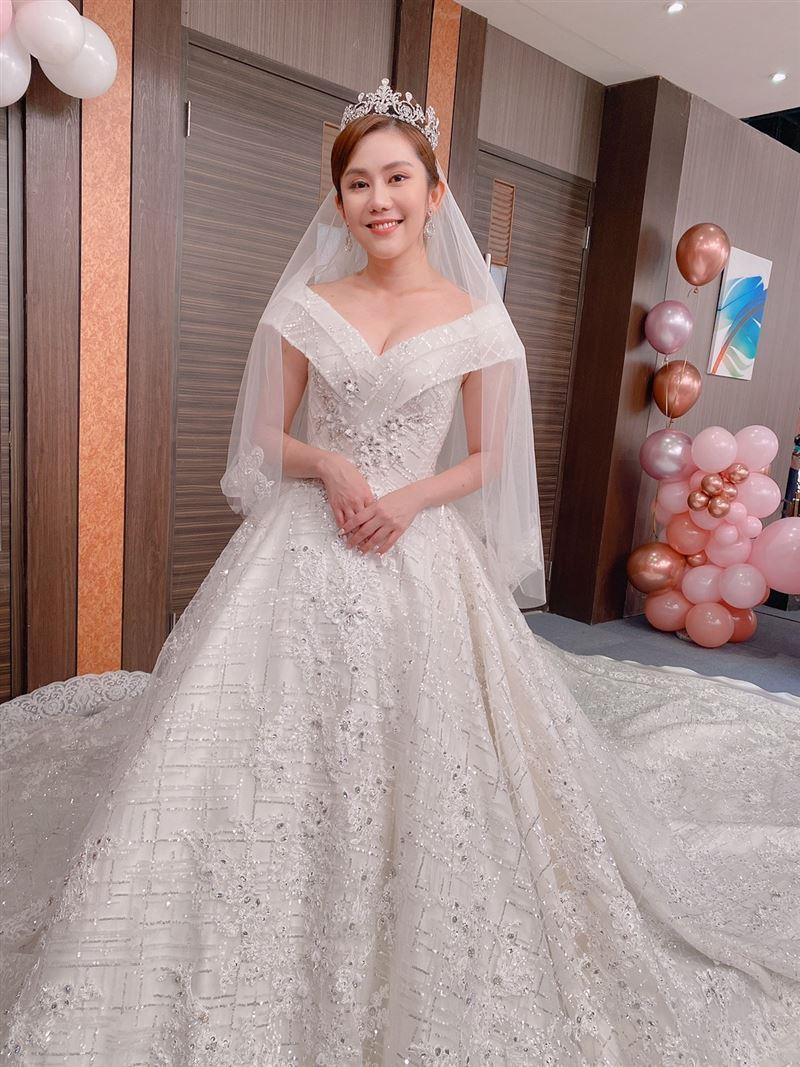 王宇婕爆乳婚紗吸引目光。圖/凱瑟琳婚紗提供