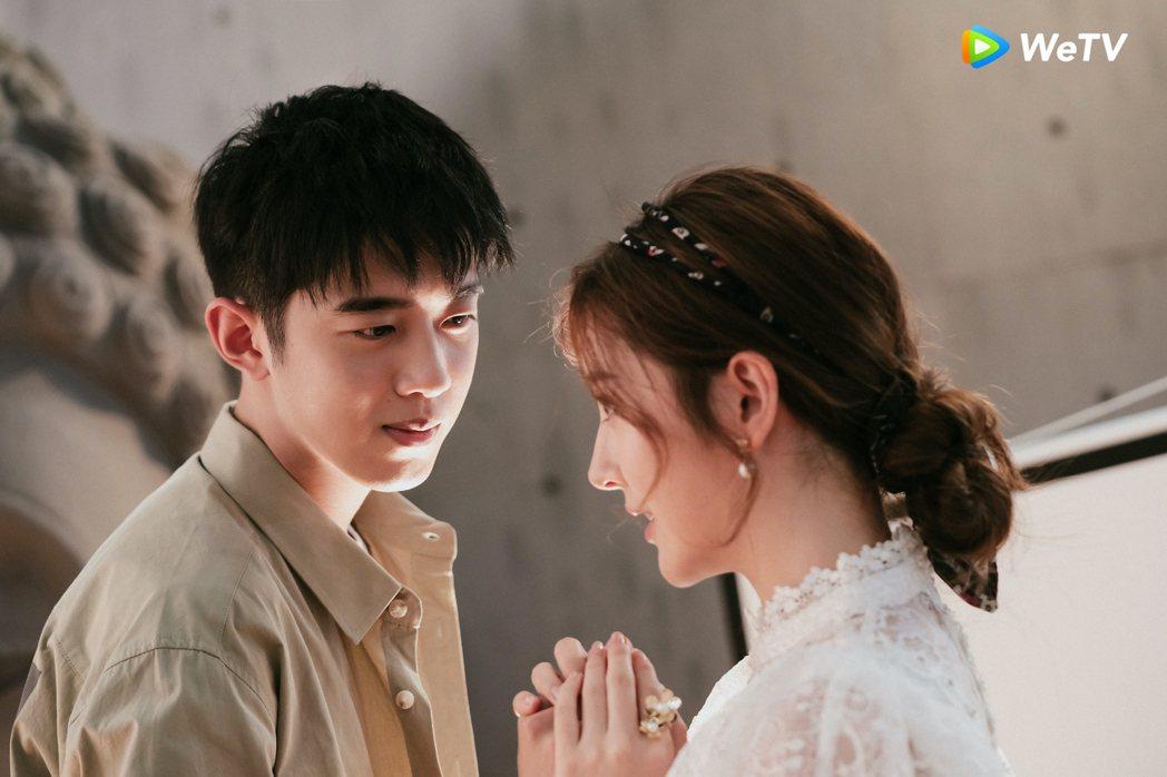 梁靖康(左)在「暖暖請多指教」遇李凱馨秒變護妻狂魔。圖/WeTV提供