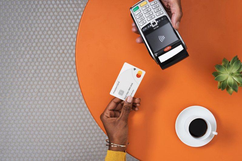 防疫新生活,感應式支付成為消費者新寵。圖/萬事達卡提供