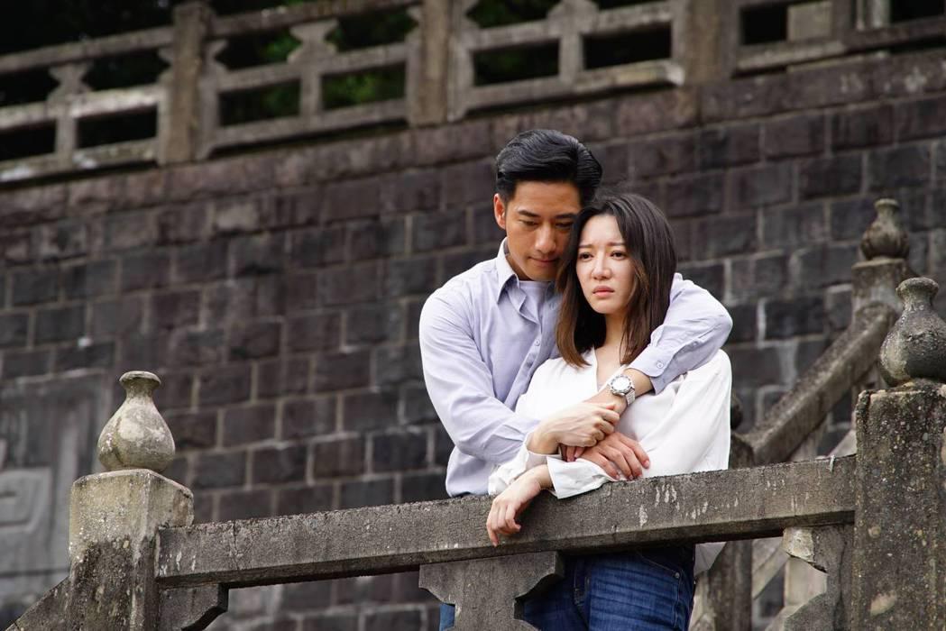 李杏(右)與周孝安在公視「國際橋牌社」中有許多精采的對手戲。圖/公視提供