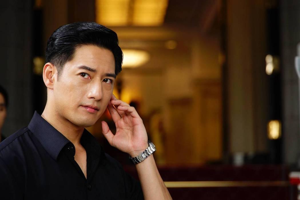 周孝安在劇中飾演總統侍衛官。圖/公視提供