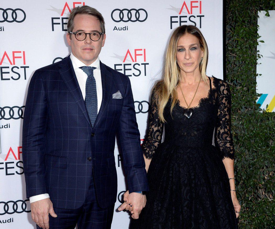 馬修柏德利(左)與莎拉潔西卡派克不管八卦雜誌如何唱衰,婚姻依然持續穩固。圖/路透...