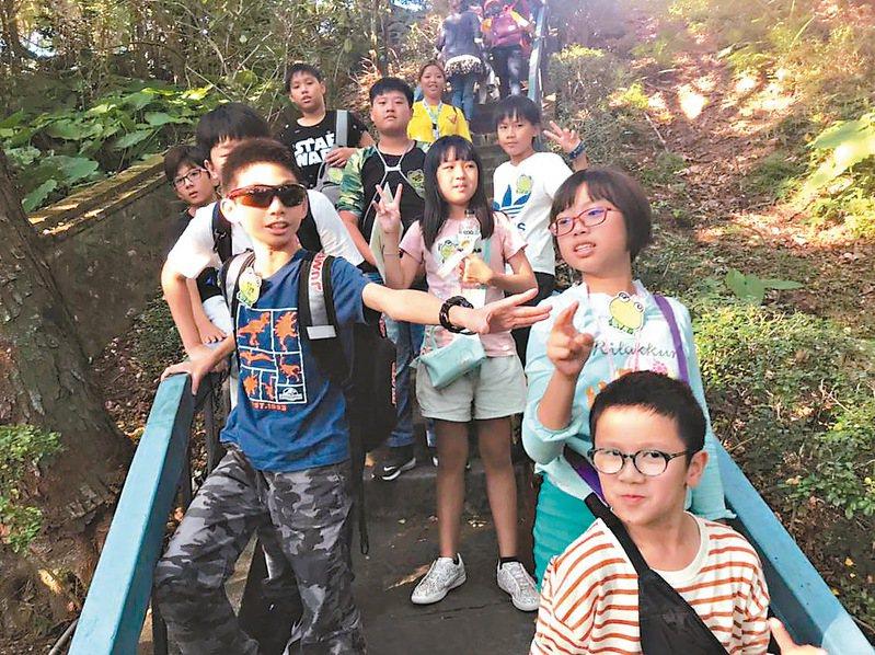 畢業旅行是孩子重要回憶,台南市多數學校已在上學期舉辦,目前尚有20多所學校未辦。圖/億載國小漁光分校提供