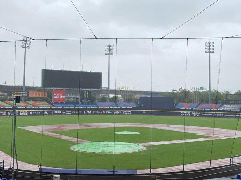 梅雨炸全台,中職今日一、二軍共3場比賽全部延期了。 截圖自中華職棒官方粉絲團