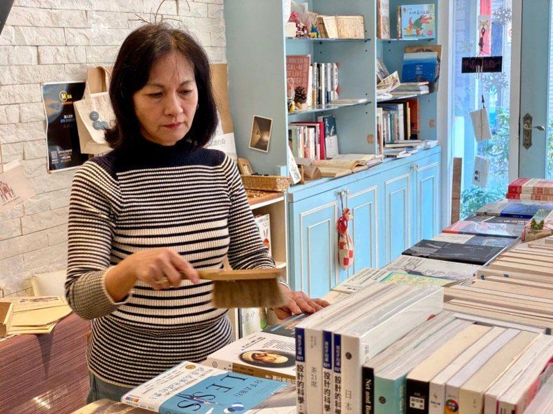 本來是平凡的家庭主婦,林秀惠在邁入60歲之際,給了自己一個禮物,就是到金門開設書...