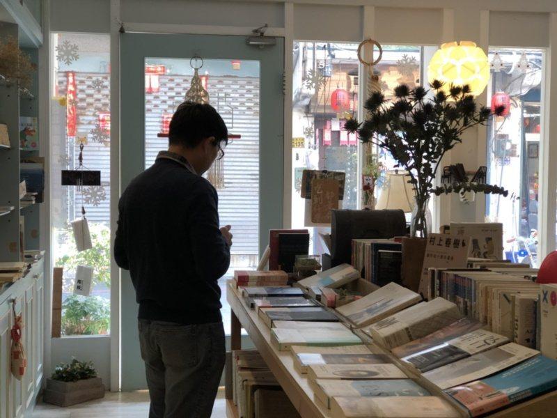 林秀惠在金門開設的書店相當溫馨,有家的感覺,是不少出外人消磨時光的好地方。 圖/...