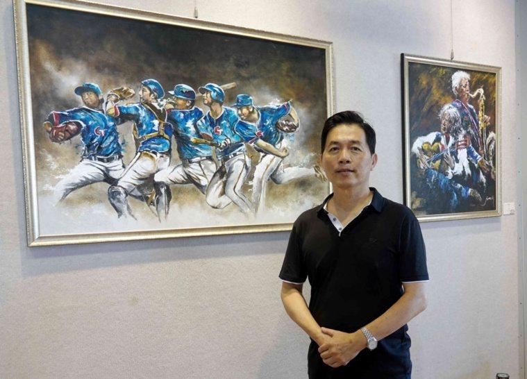 62歲的黃俊麟今年5月在鹿港公會堂展出多年累積的輕油畫作品。 圖/林敬家 攝影