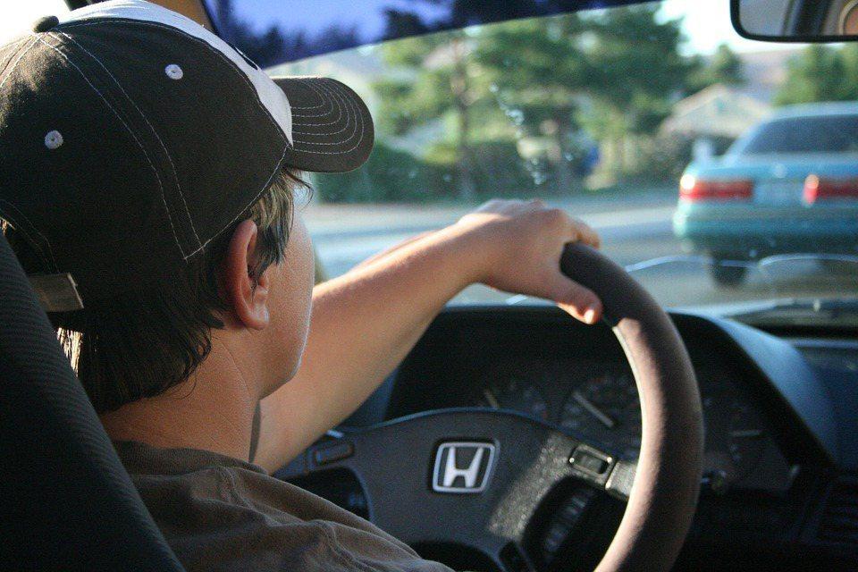 要如何平安且順暢到達目的地,甚至能讓小孩安靜地在車內待著?這些都能用最新的智慧型...