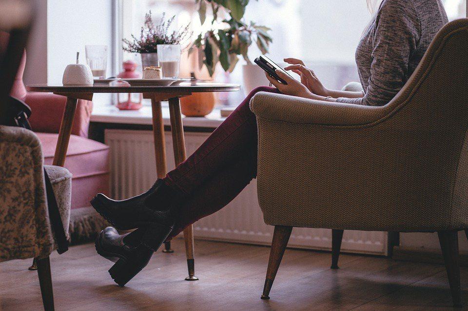 越來越多五十歲的男人女人,生活變得自由自在。 圖/pixabay