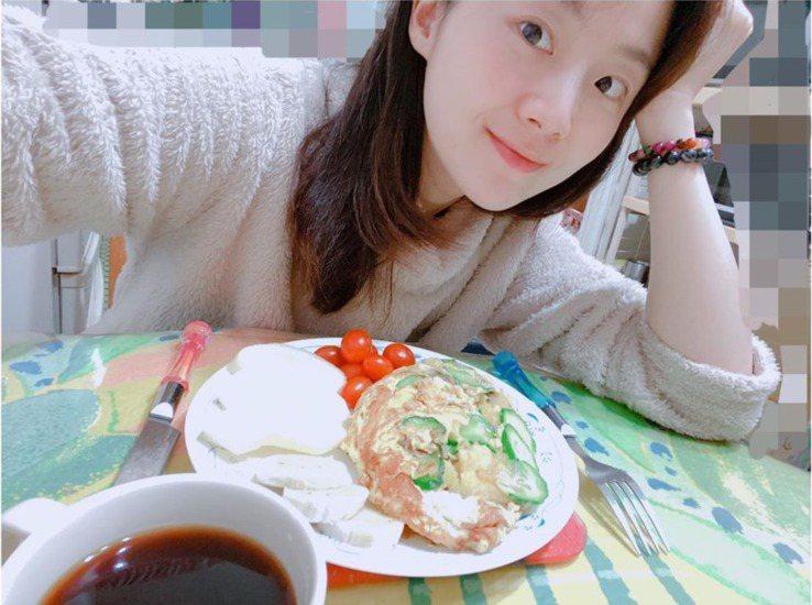 楊小黎每天最重視早餐。 圖/摘自臉書