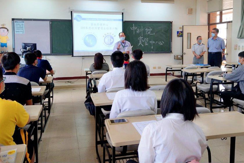 中科院資訊管理中心副主任王明暉於中國科大實習招募活動說明會致詞。 校方/提供