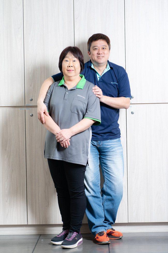 人稱「童芝麻」的童淑惠(左),與陳秉祥情同母子。威合威務/提供