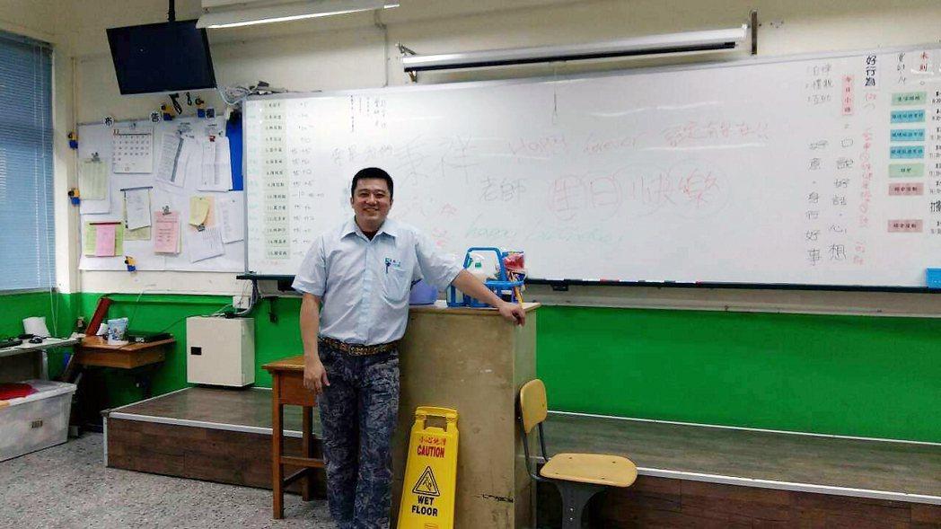 威合威務營運處經理陳秉祥,也是北士市商特教班「清潔實作課程」老師。威合威務/提供