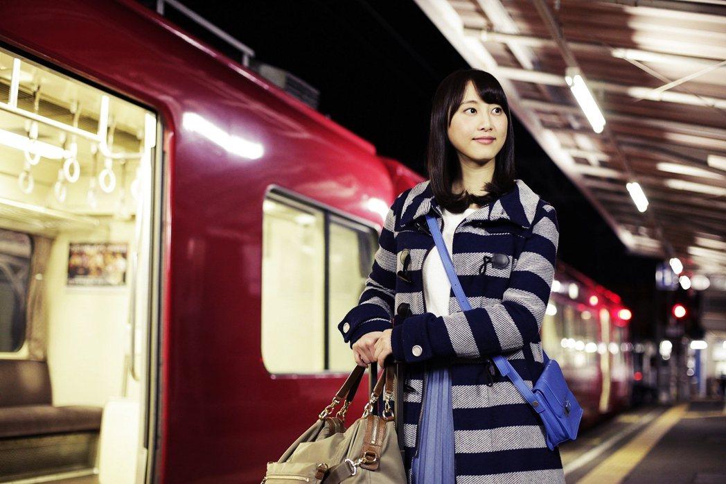 2015年自SKE卒業後,松井玲奈轉型為鐵子藝人。圖為松井玲奈演出的《名古屋行き...