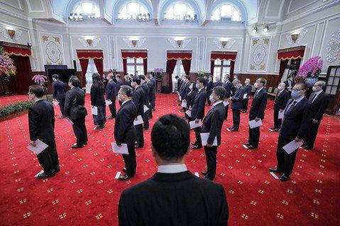 民主化後最「男」內閣:用人唯才?台灣性別很平等了嗎?