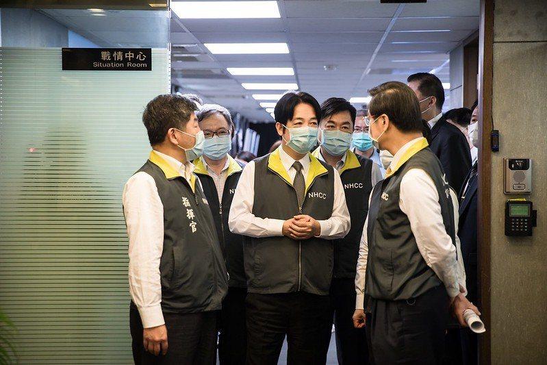 台灣社會給女性加諸許多沉重的天花板是事實。在升職的時候,能升上去的女性比例就比男...