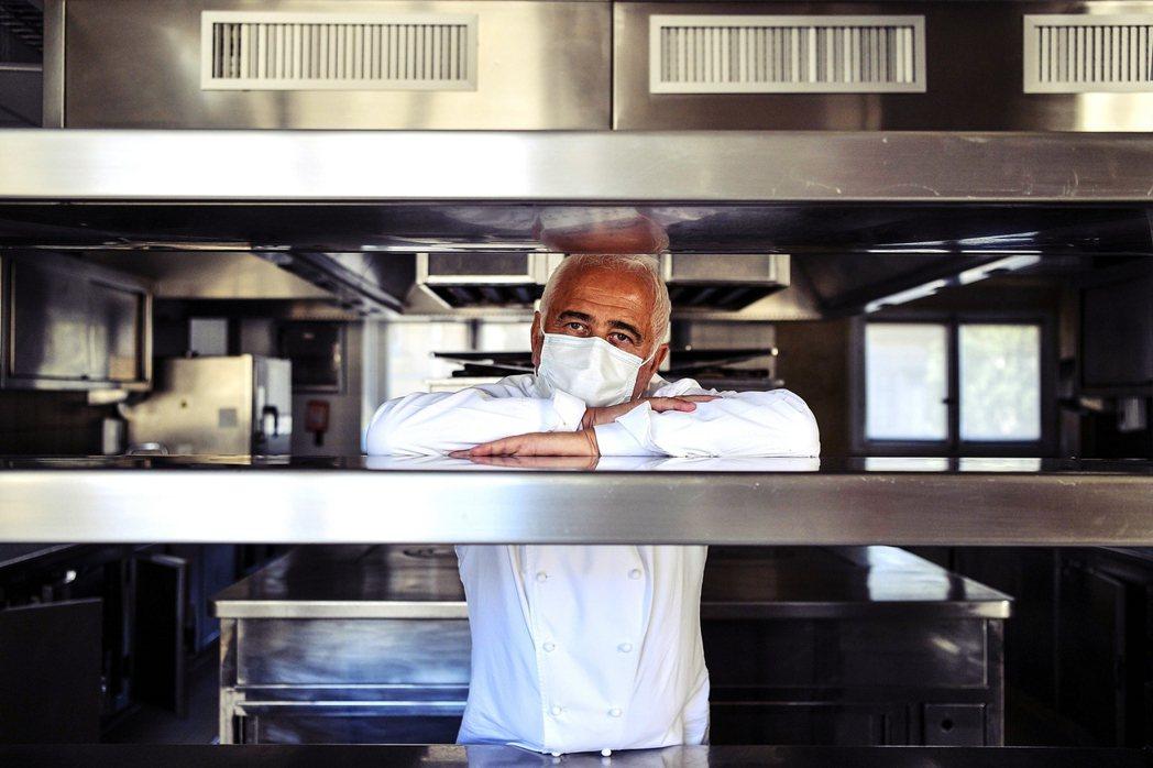 「(那些料理高手們)總沒有在封城期間,忘掉他們的才華吧!」《米其林指南》的總監普...