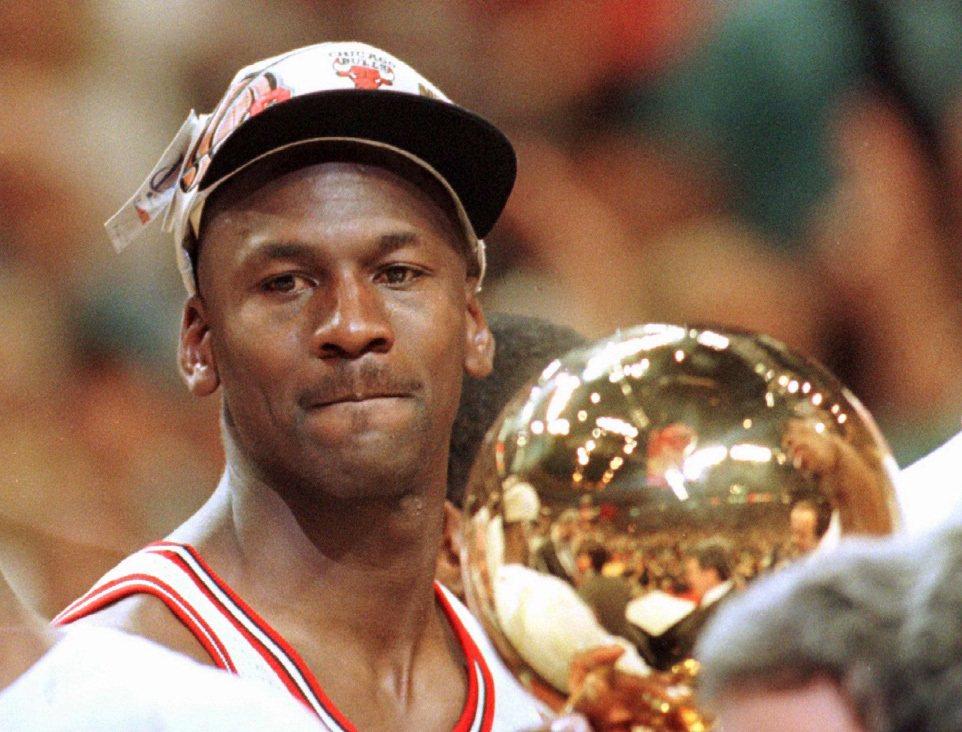 1996年,喬丹率領公牛隊奪下NBA冠軍,往第二度三連霸之路邁進。 圖/美聯社