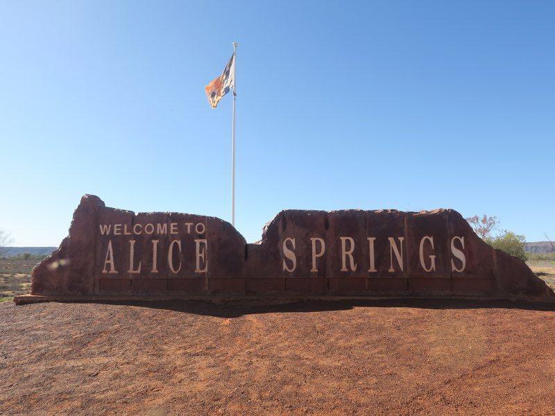 愛麗斯泉 (Alice Spring)的地標石碑
