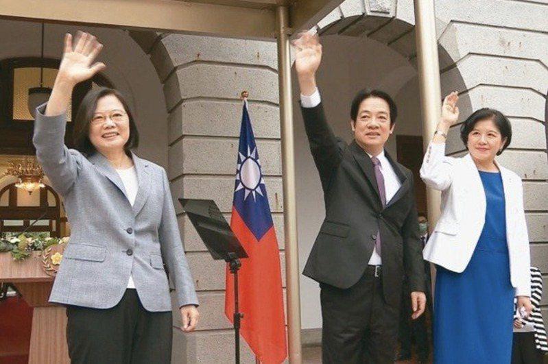 總統蔡英文(左)與賴清德(中)就任正、副總統。 圖/聯合報系資料照片
