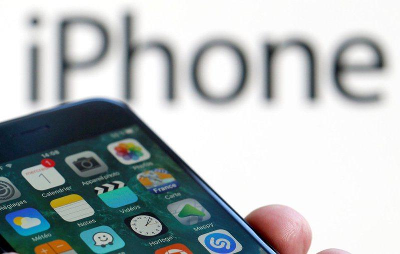 蘋果上月在陸銷售亮眼 但未來數月將面臨嚴峻挑戰。路透