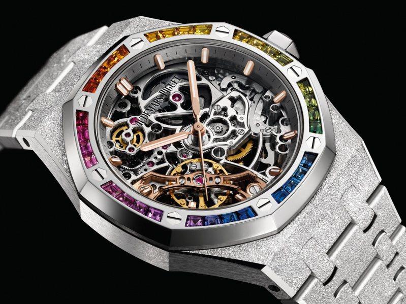 愛彼在2019年也推出兩款表圈鑲嵌彩色寶石的款式,其中一只為結合「霜金」工藝的皇家橡樹鏤空腕表,334萬4,000元。圖 / Audemars Piguet提供。