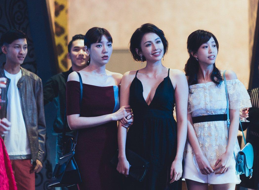 郭雪芙(左)、袁艾菲在劇中飾演好姊妹。圖/TVBS提供