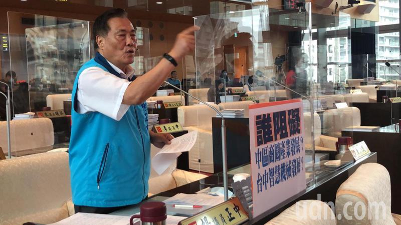 台中市議員楊正中批經發局挪用經費推購物節APP。記者陳秋雲/攝影