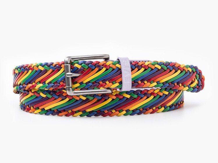 LEVI'S Pride平權系列彩虹編織腰帶1,490元。