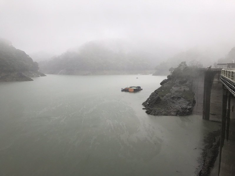 受益近日黃蜂颱風及梅雨鋒面通過,石門水庫蓄水量增加約1700萬噸,水位並由今年最低點回升4公尺。圖/北水局提供