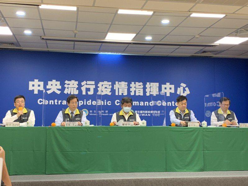 指揮官陳時中表示,藝文活動已可開放,可比照「台北市立交響樂團」模式,作為藝文展演開放指引。