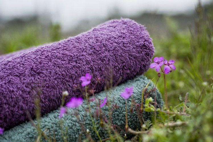 日比家族引進來自葡萄牙頂級衛浴品牌「Abyss」,使用埃及Giza長纖棉為原料,...