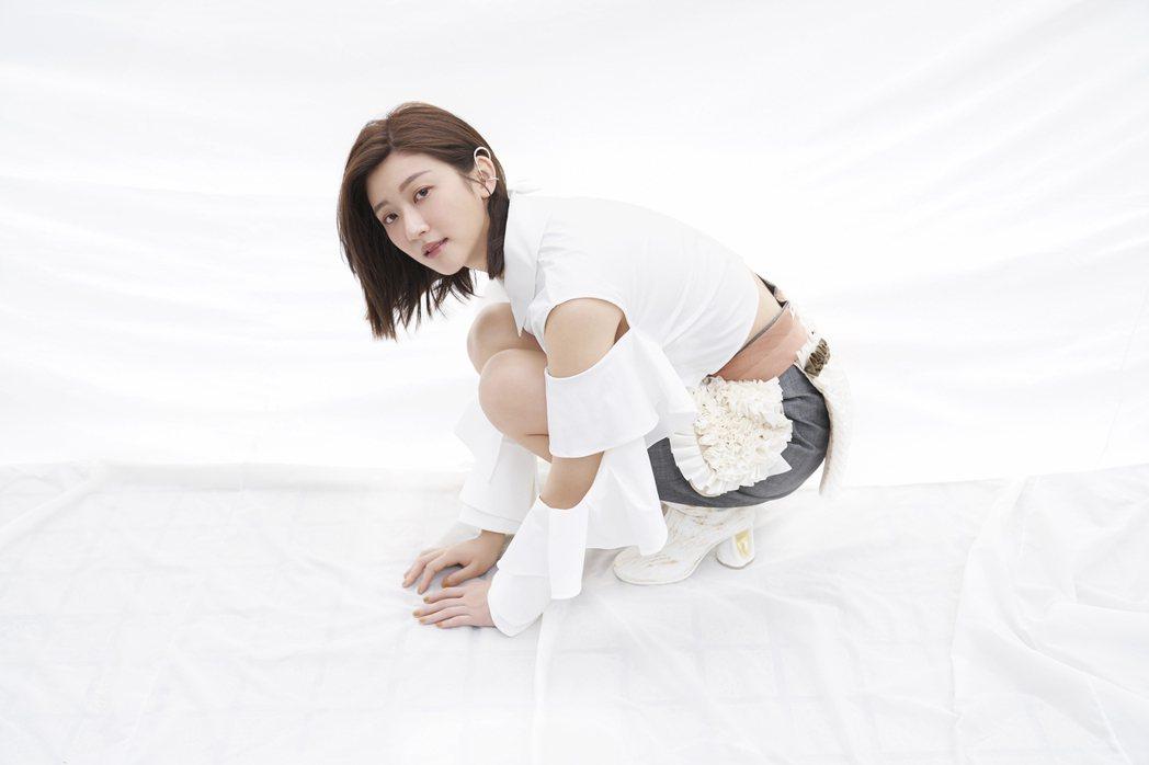 林逸欣為新EP造型,剪去留了5年的長髮。圖/旋轉娛樂提供