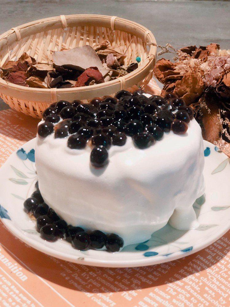 咖桃屋-珍珠雪崩蛋糕。圖/夢時代提供