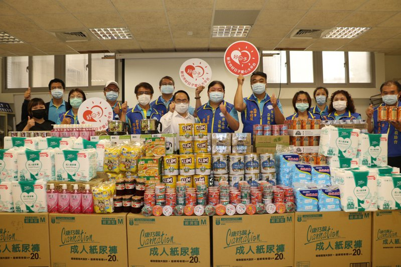 新北市急難救助會連3年捐贈大批民生物資給新泰社福中心幫助弱勢家庭。記者施鴻基/攝影