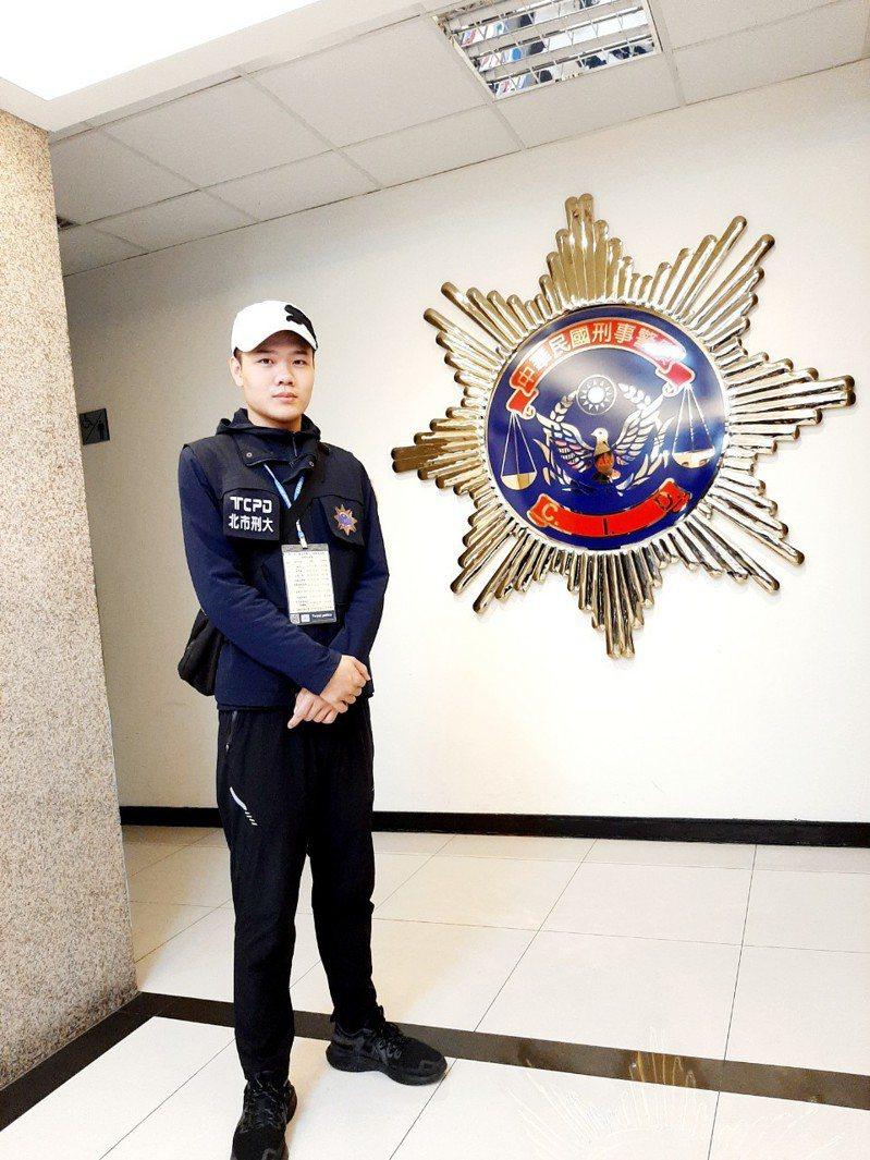 洪挺凱邊念高三邊準備一般警察特考,畢業當年順利錄取。圖╱洪挺凱提供