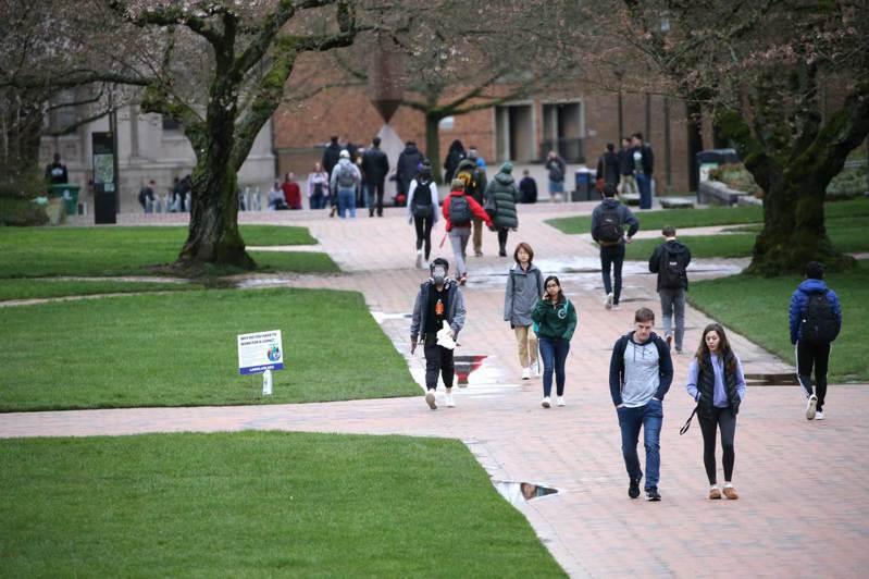 美國華盛頓大學學生三月六日到校上課,此後改為線上上課。法新社