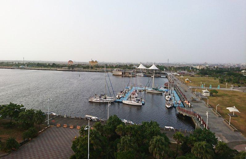 高雄興達港腹地寬廣,市府海洋局有意打造成為遊艇產業專區。圖/立委邱志偉服務處提供