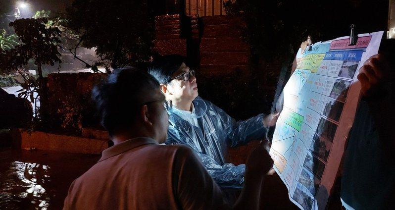 罷韓活動首日,陳其邁晚間十點半奔高雄視察。圖/取自陳其邁臉書