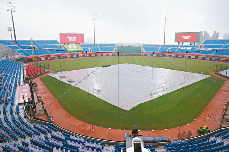 碰上梅雨季來襲,中職賽事一延再延。 圖/聯合報系資料照片