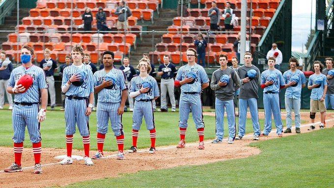 美國業餘棒球賽事開放觀眾進場。 擷圖自推特